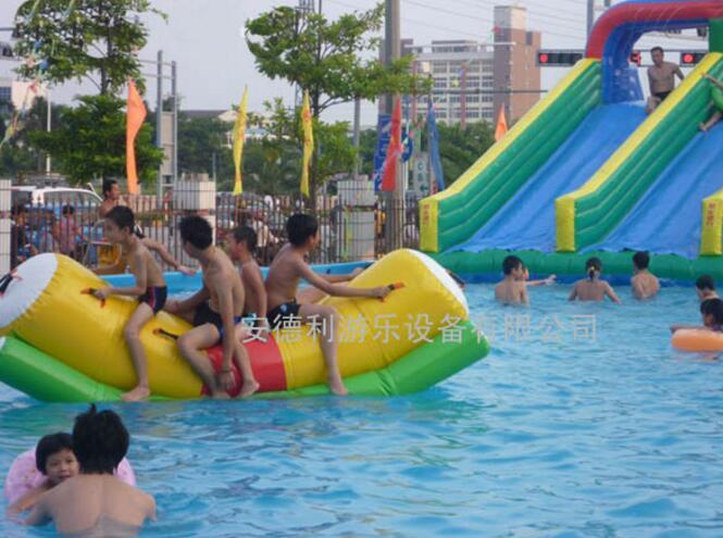 移動水上樂園